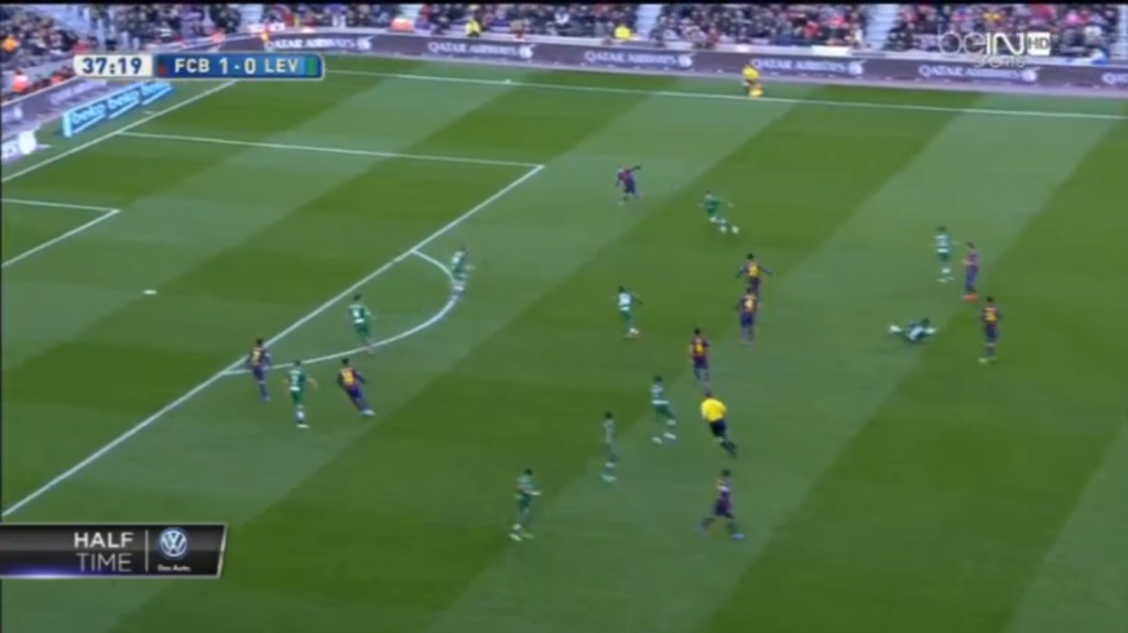 Bartra counterpressing in transition just before he assisted Messi.
