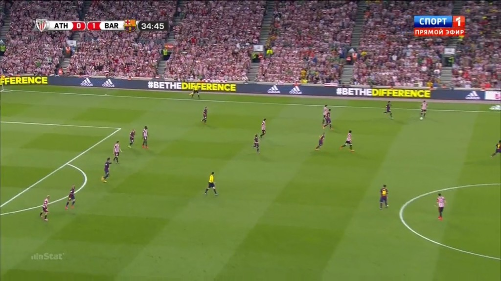 Barcelona pressing well against the flanks.