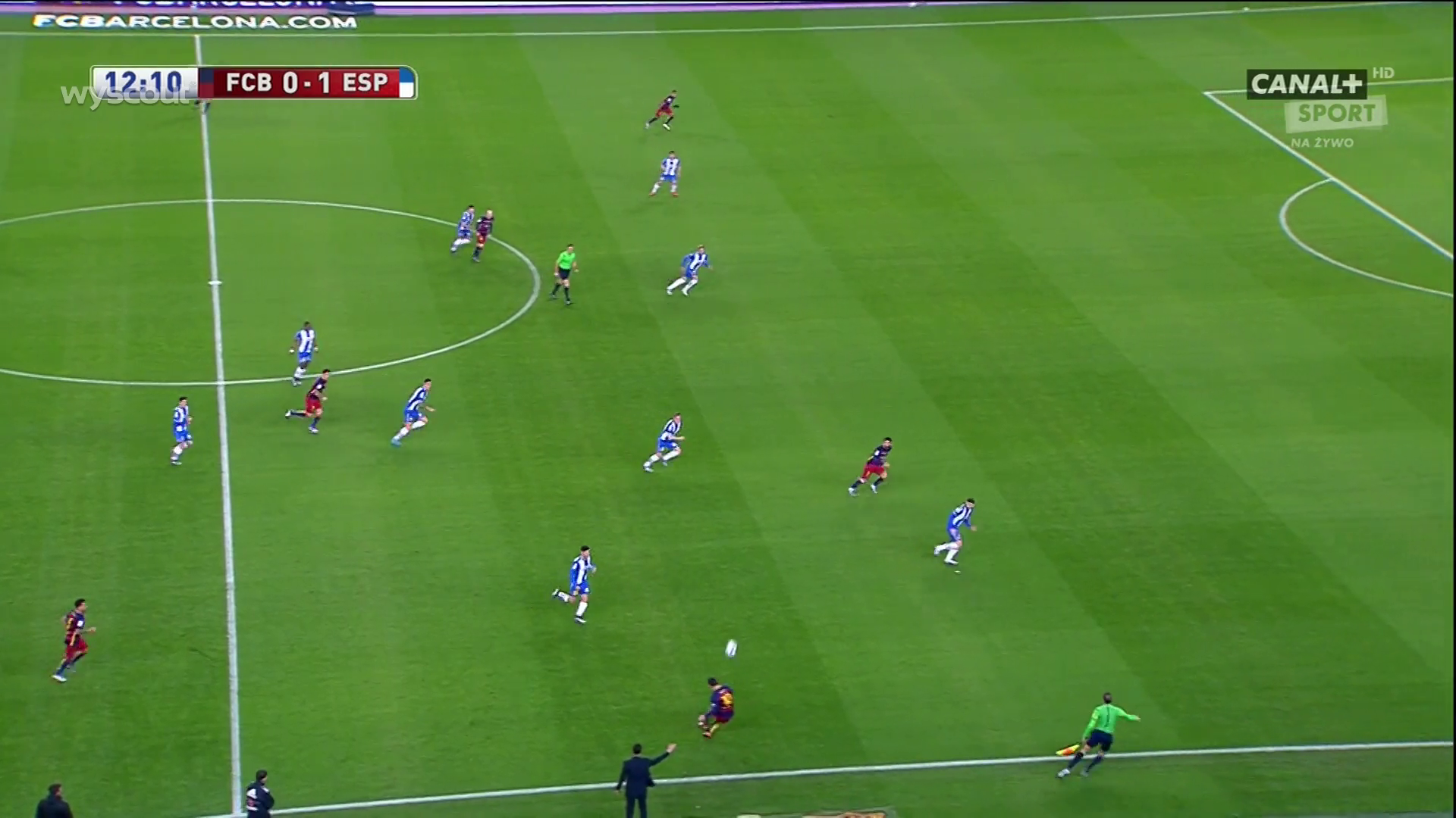 Here we can see Arda up against the Espanyol defensive line whilst Suarez drops.