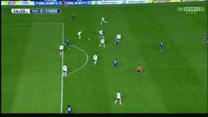 Benzema's great play under pressure results in a goal