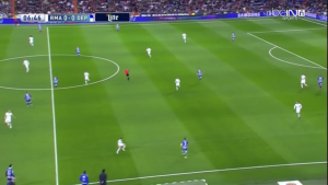 Real Madrid's poor access to the Deportivo fullbacks on the flanks