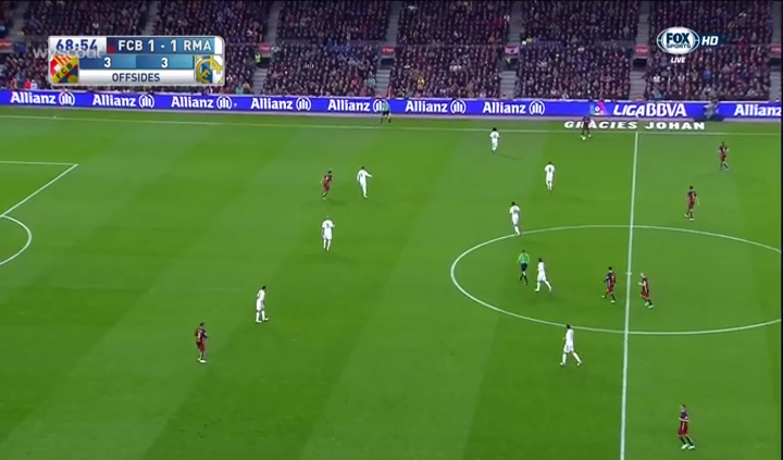 Barcelona's poor spacing and lack of 10-space occupation.